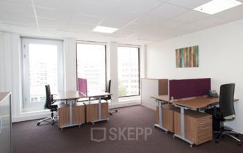 Espace de bureau spacieux avec grandes fenêtres à l'avenue Ledru-Rollin