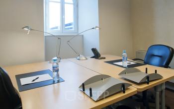Nos bureaux sont entièrement meublés et prêts à l'emploi à la place Louis Armand