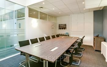 Salle de réunion moderne avec tous les équipments essentiels à la rue de l'Amiral Hamelin