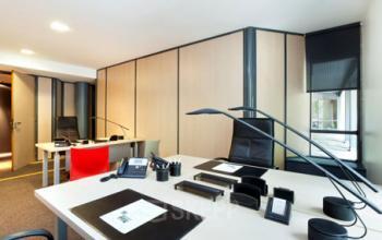 Cet espace de bureau confortable à l'avenue Kléber pourrait être votre futur lieu de travail