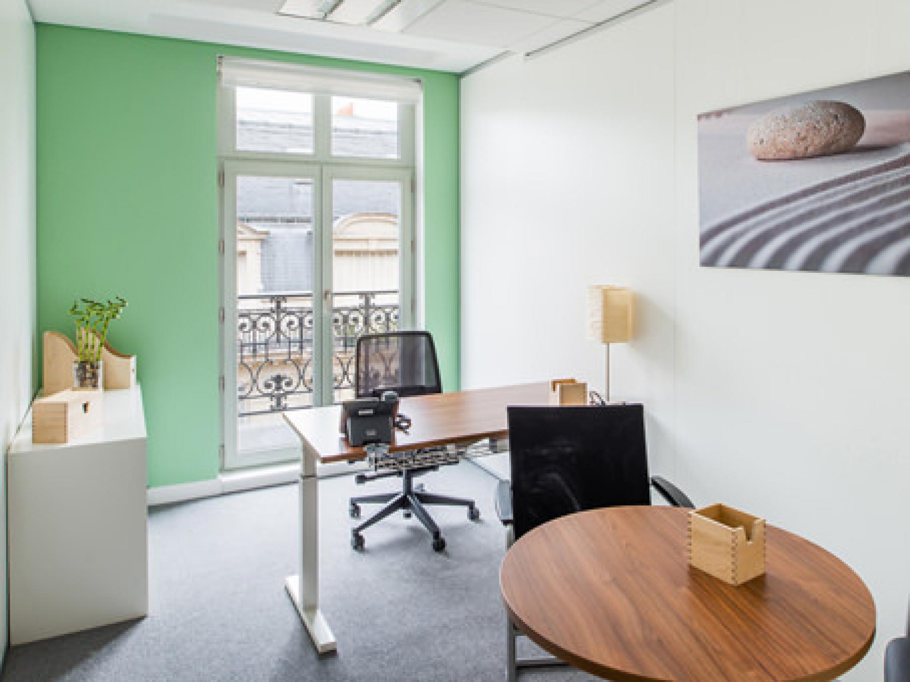 Espace de bureau privatif avec balcon à la rue Duret