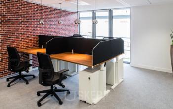 Espace de coworking doté de fauteuils à la rue Duret