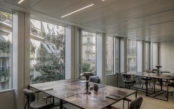 Cet espace de bureau chaleureux à l'avenue Malakoff pourrait être le vôtre.