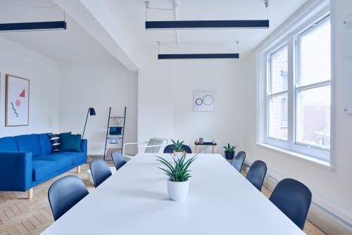 Salle de reunion lumineuse pour tous vos événements d'entreprise dans la rue des Belles-Feuilles