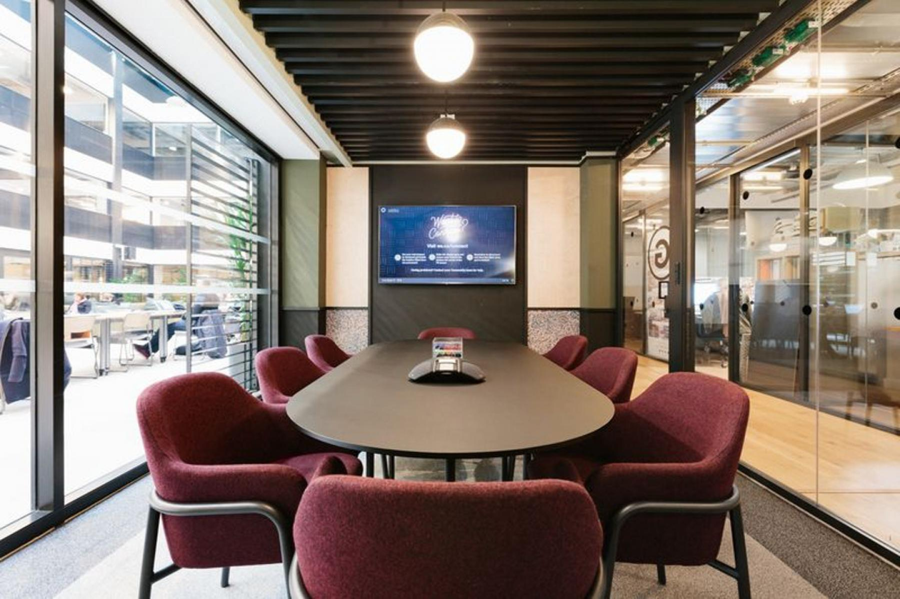 In this fully equipped conference room you can organize all your events with professionalism at Boulevard Pereire