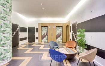 Entrée de notre centre d'affaires avec salle d'attente chaleureuse au boulevard Gouvion Saint-Cyr