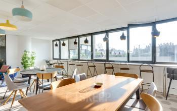 Espace commun bénéficiant optimalement de la lumière naturelle au boulevard Gouvion Saint-Cyr