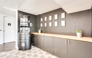 Cuisine avec machine Nespresso pour pour faire le plein d'énergie au boulevard Gouvion Saint-Cyr