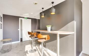Salle à manger dans laquelle vous pouvez déjeuner avec vos collègues au boulevard Gouvion Saint-Cyr