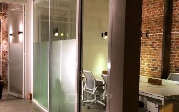Accès à nos bureaux privatifs pour développer votre activité avec vos collaborateurs dans la rue Truffaut