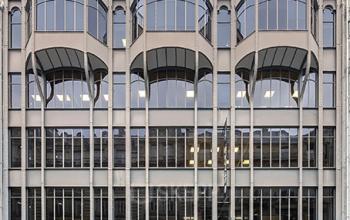 Vue de face immeuble de bureaux dans la Rue Réaumur