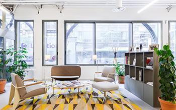 Salle d'attente avec mobilier moderne à la Rue Réaumur