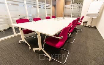 Salle de réunion entièrement équipée avec toutes les installations dont vous avez besoin