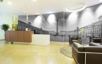 Réception avec salle d'attente spacieuse où vous pourrez rencontrer vos visiteurs à la Rue de la Paix