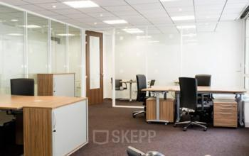 Grand espace avec plusieurs armoires de bureaux pour ranger vos dossiers à la rue du Quatre-Septembre