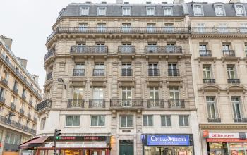 Front view of Haussmann building to rent your office space at Rue du 4 Septembre