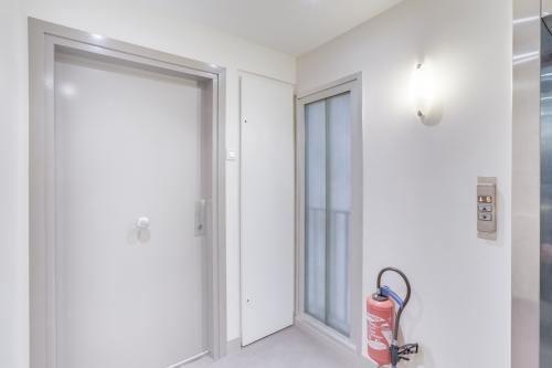 Ascenseur pour accéder votre poste de travail en simplicité dans la rue du 4 Septembre