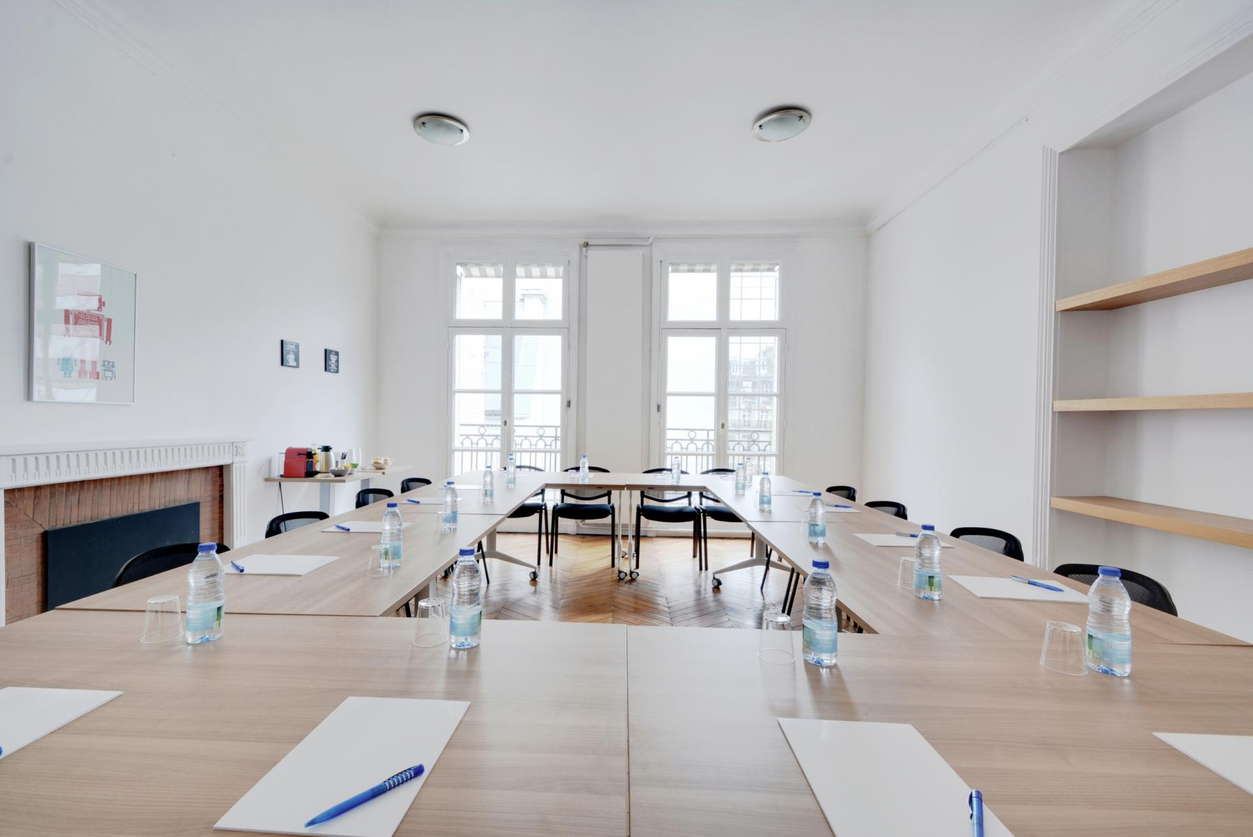 Meeting room with large windows to make the most of natural light at Rue du 4 Septembre