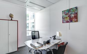 Soyez totalement concentré dans ce bureau privé dans la rue de l'Université
