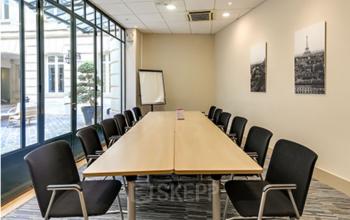Salle réunion avec accès à la cour intérieure au boulevard Haussmann