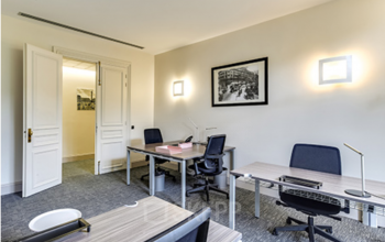 Bureau avec porte verrouillable pour que votre équipe puisse travailler en tranquillité au boulevard Haussmann