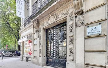 Entrée centre d'affaires dans un bel immeuble au boulevard Haussmann