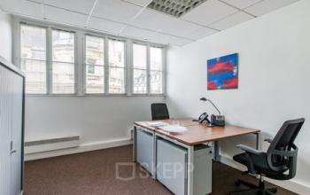 Espace de bureau avec deux postes de travail à la rue d'Amsterdam