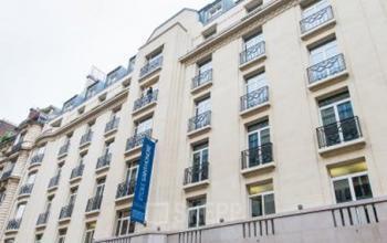 Bâtiment occupant plusieurs étages pour louer un espace de bureau à la rue Balzac