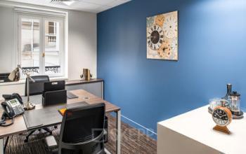 Cet espace de bureau vous apporte de la joie au travail à la rue du Faubourg-Saint-Honoré