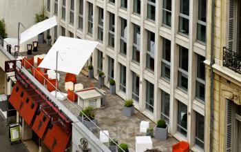 Terrasse agréable pour passser un moment de détente dans la rue Quentin-Bauchart