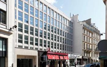 Entrée centre d'affaires à une adresse prestigieuse dans la rue Quentin-Bauchart