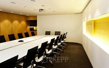 Salle de réunion décorée avec goût pour toutes vos présentations dans la rue Quentin-Bauchart