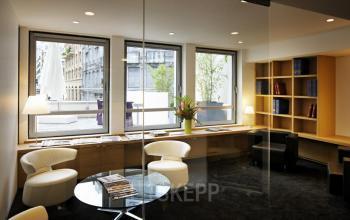 Salle de réunion à cloisons vitrées pour événements en petits groupes dans la rue Quentin-Bauchart