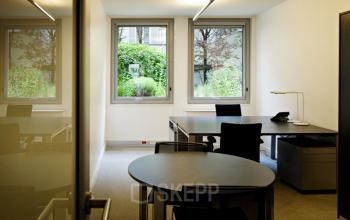 Bureau privatif avec table ronde pour vos interviews dans la rue Quentin-Bauchart
