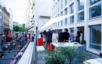 Prenez un apéro lors d'un afterwork sur notre belle terrasse dans la rue Quentin-Bauchart