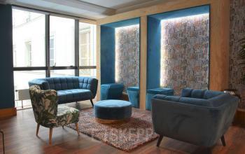 Notre open-space est équipé de canapés confortables dans la rue Saint Honoré