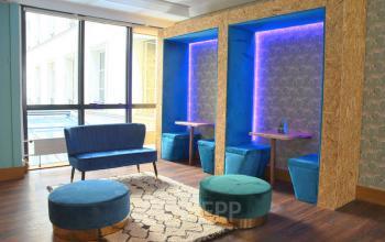 Notre espace de coworking dans la rue Saint Honoré est équipé de mobilier design