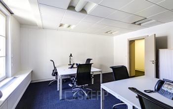 Cet espace de bureau est doté de fauteuils confortables à la rue de Londres