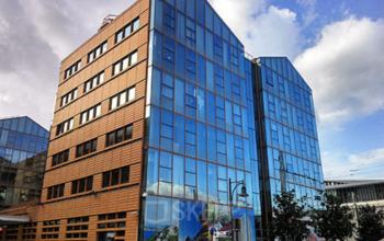 Cet immeuble de bureaux moderne pourrait être votre prochain lieu d'implantation dans la Rue de Cambrai