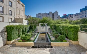 This outdoor garden is the ideal place for a moment of relaxation at Rue Michel Lecompte
