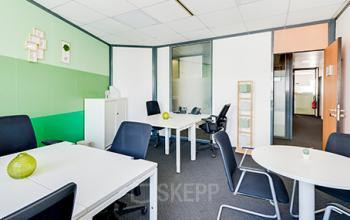 Cet espace de bureau est idéal pour travailler en équipe dans la rue de la Haye
