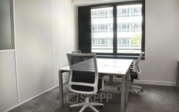 Ce bureau privatif est équipe de fauteuils confortables à l'allée de l'Europe