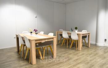 Notre salle à manger chaleureuse est l'endroit pour déjeuner avec vos collègues à l'allée de l'Europe
