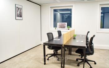 Espace de bureau prêts à l'emploi dans lequel vous pouvez commencer vos activités avec votre équipe tout de suite au cours Valmy