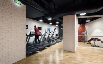 Salle de fitness pour booster votre productivité au travail au cours Valmy