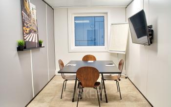 Salle de réunion pour petits groupes ou pour organiser vos entretiens au cours Valmy