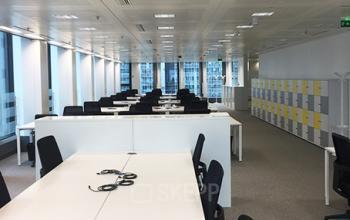 Zone de coworking où vous pourrez partager vos idées avec vos collègues à la Place de l'Iris