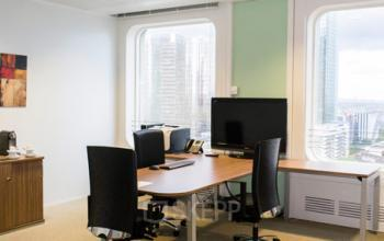 Espace de bureau avec télé pour vos présentations à la Défense