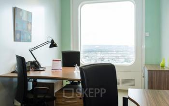 Ce bureau meublé pourrait être votre futur lieu de travail à la Défense