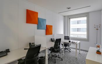 Postes de travail dans un espace avec porte vérouillable à l'allée de l'Arche